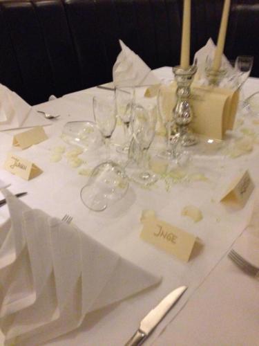 Tisch mit Tischkarten